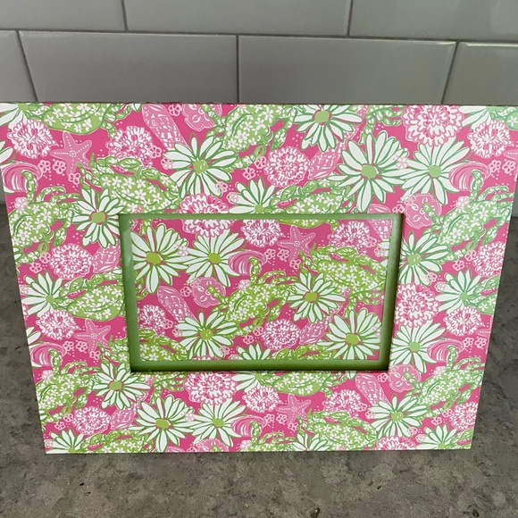Adorable Lilly Pulitzer Picture Frame